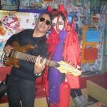 vicente acosta (bajista) y law pop ciclo moda musica y estilo